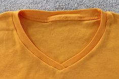 How to Turn a Crew Neck T-Shirt Into a V-Neck Sewing Basics, Sewing Hacks, Sewing Tutorials, Sewing Projects, Sewing Tips, Basic Sewing, Shirt Alterations, Sewing Alterations, Clothing Alterations