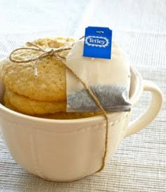 cookies with my tea.the gift of cookie packaging ideas cookies with my tea.the gift of cookie packaging ideas Cookie In A Mug, Cookie Gifts, Food Gifts, Tea Cookies, Cookies Et Biscuits, Holiday Cookies, Tea Biscuits, Cookie Packaging, Food Packaging