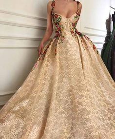 Vintage Lace Prom Dress Ball Gown Cheap African Long Prom Dress # Source by stefanie_trille dresses long Lace Ball Gowns, Ball Gowns Prom, Ball Dresses, Prom Dresses, Long Dresses, Long Elegant Dresses, Ball Gowns Evening, Dress Prom, Party Kleidung