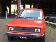 Fiat 128 zoiets hadden mijn opa en oma vroeger awww ik mis hun zo!!!