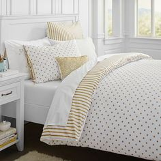 Whether your style is simple or bold, Pottery Barn Teen's girls duvet covers will let your personality show. Find bold colored and printed duvet covers for twin, full, queen and king beds. Gold Rooms, Gold Bedroom, Dream Bedroom, Bedroom Decor, Bedroom Ideas, Bed Sets, White And Gold Bedding, Striped Bedding, Polka Dot Bedding