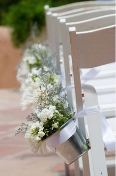 Small isle runners, already have the buckets.  Fill with babys breath?
