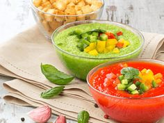 Two Summer Cold Soups : Green Avocado and Cucumber Soup and Red Tomato and Pepper Gazpacho Healthy Grilling Recipes, Grilled Steak Recipes, Vegetarian Recipes, Gazpacho Recipe, Food To Make, Food Processor Recipes, Smoothie, Healthy Eating, Stuffed Peppers