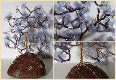 Hier ein violetter Blütenbaum