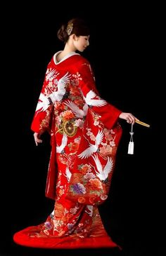 Different Cultures - WEDDINGS: Japanese Bridal kimono with auspicious crane Furisode Kimono, Kimono Dress, Kimono Japan, Japanese Kimono, Japanese Geisha, Japanese Beauty, Traditional Kimono, Traditional Dresses, Traditional Japanese