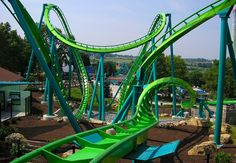 AMERICA'S 7 RADDEST ROLLER COASTERS...2 from Six Flags Magic Mountain!!
