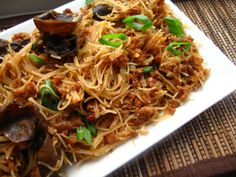 Retete chinezesti Archives - Page 10 of 13 - Din secretele bucătăriei chinezești Asian Recipes, My Recipes, Cooking Recipes, Healthy Recipes, Ethnic Recipes, Macaroni Spaghetti, Cellophane Noodles, A Food, Food And Drink