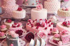 camillahuseinova:  Cath Kidston inspired cake table by Elizabeth Solaru on Flickr.