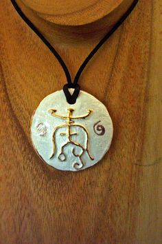 Porcelain and gold. luck symbol https://forgiatoredielementi.it