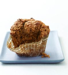 World's Best Bran Muffin. World's Best Bran Muffin Yield: Makes 18 standard muffins Calories per serving: 170 Bran Buds, Raisin Bran Muffins, Smoothies, Breakfast Bake, Breakfast Muffins, Breakfast Ideas, Brunch Ideas, Breakfast Recipes, All Bran