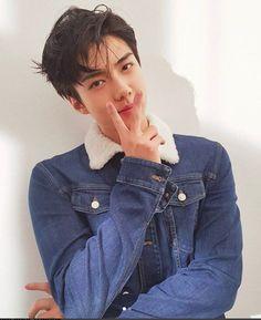 Sehun Uploaded A Selfie Wearing This Glove And It Was Sold Out Instantly Kyungsoo, Chanyeol, Exo Chanbaek, Sehun Cute, Exo Official, Kim Minseok, Exo Korean, Kim Junmyeon, Kpop Exo