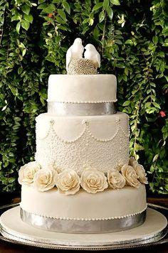 lovebirds wedding cake    #WeddingCakes #Weddings