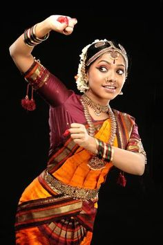Beautiful dance Indian Music, Indian Art, Kathak Dance, Dancers Pose, Dance Dreams, Indian Classical Dance, Costumes Around The World, Tribal Belly Dance, Folk Dance