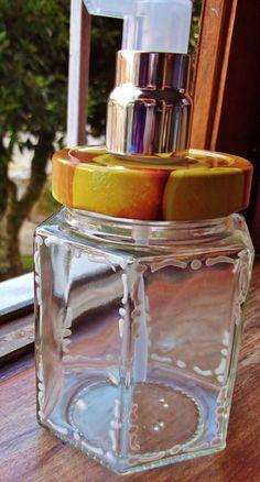 Pote grande de geleia reciclado, com textura artesanal.  Ideal para banheiros e lavabos Tampa com motivo de frutas cítricas. R$ 23,00