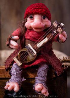 The Goblin´s Lab: OOAK adopta a una mascota fantástica - Tyr el músico Brownie. Criaturas Mágicas de Fantasía hechas a mano, por el artista plástico Moisés Espino. The Goblin´s Lab. Madrid, España. Criaturas de leyenda 100% hechas a mano y alimentadas en casa. Duendes, Hadas, Trolls, Goblins, Brownies, Fairies, Elfs, Gnomes, Pixies.... LINKS del artista: http://thegoblinslab.blogspot.com.es/ https://www.etsy.com/shop/GoblinsLab http://goblinslab.deviantart.com/