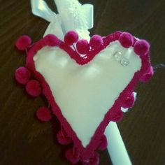 Καρδιά μαξιλάρι με pon pon!