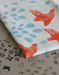 Folk Birds Fabric  Orange and Blue  Half Yard por LilaRubyKingShop