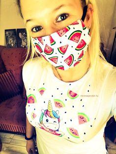 Dinnye mintás szájmaszk  Mérete: 17 cm széles, 9 cm magas,  az orr résznél középen 12 cm magas.  Gyártási hely: Magyarország Face Masks, Carnival, Carnavals, Facials