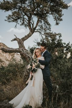 Gorgeous mountain wedding portrait inspiration | Image by Autumn Nicole Photography