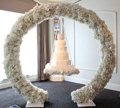 Suspended wedding cakes | Confetti.co.uk