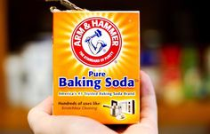 You'll be amazed at the myriad of remedies you can whip up if you have a box of baking soda handy. Among them: Splinter removal: Add a tablespoon of baking Baking Soda Bath, Baking Soda On Carpet, Baking Soda Cleaning, Baking Soda Uses, How To Whiten Clothes, Soda Brands, Natural Kitchen, Natural Home Remedies, How To Clean Carpet