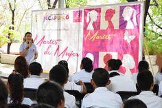 """Gobierno de Acapulco ] ACAPULCO, Gro. * 30 de mayo de 2017. Como parte del programa """"Martes de Mujer"""" que realiza cada semana el gobierno de Acapulco, encabezado por el acalde Evodio Velázquez, a través del Instituto Municipal de la Mujer, alrededor de 500 alumnos de la Escuela Secundaria..."""