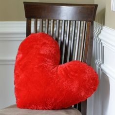 Free Valentine's Heart Pillow Sewing Pattern and tutorial!
