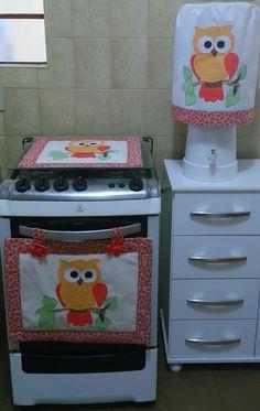 Kit para cozinha contendo 3 peças:  2 peças para fogão 4 bocas  1 capa de galão 20 litros.    Tecido 100% algodão pré-lavado.  Obs.: Consultar os tecidos disponíveis para confecção do produto.  Fazemos qualquer cor e tema.