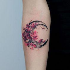 Flowers and moon tattoo Inspirational ladies - Flowers and moon tattoo Inspirational ladies – – - Pretty Tattoos, Unique Tattoos, Cute Tattoos, Beautiful Tattoos, Small Tattoos, Tatoos, Unique Sister Tattoos, Foot Tattoos, Body Art Tattoos