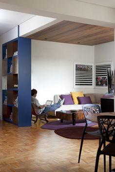 Casinha colorida: Dois apartamentos com inspiração anos 60 pela Bruschini Arquitetura