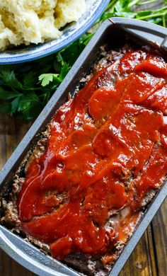 Classic Meatloaf - Spicy Southern Kitchen Southern Meatloaf Recipe, Classic Meatloaf Recipe, Meatloaf Recipes, Beef Recipes, Cooking Recipes, Ketchup, Peach Dumplings, I Heart Recipes, Creamy Mac And Cheese