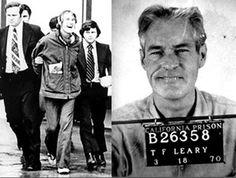 Timothy Leary, un profesor de Harvard que estaba estudiando el posible uso de hongos alucinógenos para la psicoterapia