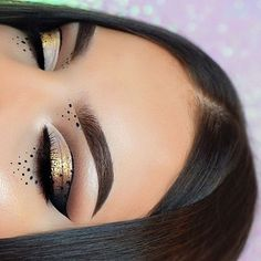 WEBSTA @makeupaddictioncosmetics Love this gold spotty eye look by @mmtmakeup_ who used our 24 karat glitter pigment