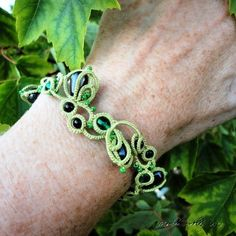 Tutorial: Tat around a bead · Needlework News | CraftGossip.com