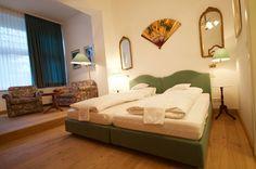 Jedes unserer Zimmer ist einem Künstler oder einer Landschaft gewidmet! Dies st die Junior Suite. Bad Godesberg, Villa, Das Hotel, Bed, Furniture, Home Decor, Birthing Center, Art Nouveau, Landscape