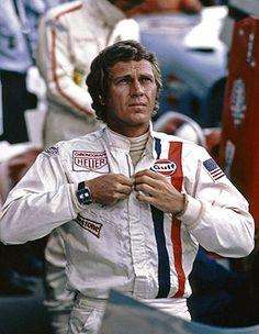 """Steve McQueen pendant le tournage du film """"Le Mans"""""""