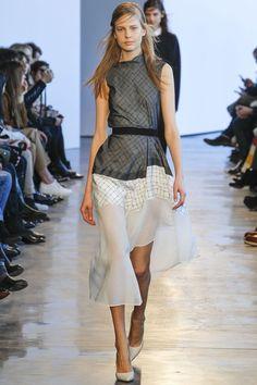 http://www.vogue.de/fashion-shows/kollektionen/herbst-2014/new-york/theory/runway/00060h