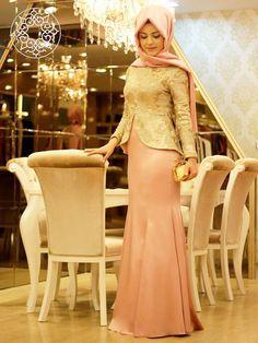 http://www.belginmoda.com/3030-18-Abiye,PR-2248.html Pınar Şems 3030-18 Abiye Kumaş: % 70 Polyester                  % 30  Pamuk Manken : 38 Beden Ürün      : 38 Beden Desen   : Pullu Renk     :  Pudra