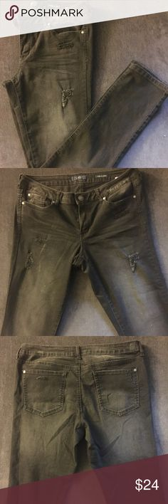 Skinny Jeans Jessica Simpson Forever Skinny fit denim, grey wash with distressing. Some stretch. Only worn a few times. Jessica Simpson Jeans Skinny