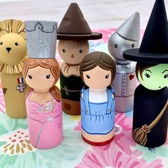 Puppet Crafts, Doll Crafts, People Puppets, Wood Peg Dolls, Clothespin Dolls, Doll Painting, Doll Stands, Kokeshi Dolls, Custom Dolls
