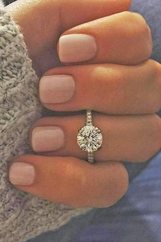 Idée et inspiration Bague De Fiançailles : Image Description Simple Engagement Rings For Girls Who Loves Classics ❤ If you can't choose the appropriate style or your girl don't like bling then select classic, simple engagement rings. See more: www.weddingforwar… #wedding...