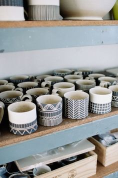 Best Ceramic Pottery Painting ideas for DIY project design and inspiration. This collection of ceramic pottery painting examples is for anyone looking to paint a ceramic mug, plate, bowl, or statue to use at home or as a gift. Pottery Mugs, Ceramic Pottery, Pottery Art, Pottery Bowls, Painted Pottery, Slab Pottery, Ceramic Clay, Ceramic Painting, Painted Ceramics
