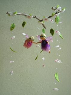 I love this mobile- imagine how a slight breeze would move the leaves.