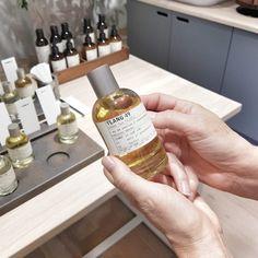 Metropoliten parfimerija i niche parfemi - Makeup Loving me Perfume, Skin Care, Wine, Drinks, Bottle, Food, Drinking, Beverages, Skincare Routine