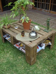 Pallet Coffee Table for Outdoor - Build a Pallet Patio Furniture Set | Pallet Furniture