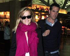 Reese Witherspoon vuelve a sonreír junto a su marido
