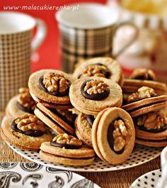 orzechowe ciasteczka z dżemem Polish Recipes, Candy Recipes, Sweet Recipes, Baking Recipes, Cookie Recipes, Dessert Recipes, Tea And Crumpets, Sweets Cake, Dessert Drinks