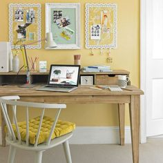 Country home office pictures and photos for your next decorating project. Find inspiration from of beautiful living room images Yellow Desk, Yellow Office, Home Office Design, Home Office Decor, Office Ideas, Office Inspo, Office Designs, Yellow Home Offices, Office Nook