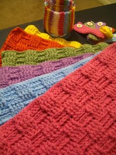 Love this idea.  I must learn to crochet.  I imagine in the variante colors of each season...Crochet basketweave placemat