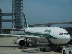 関空からアリタリア機で一路ローマに向かいます!
